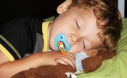 Los peques que van antes a dormir son menos obesos